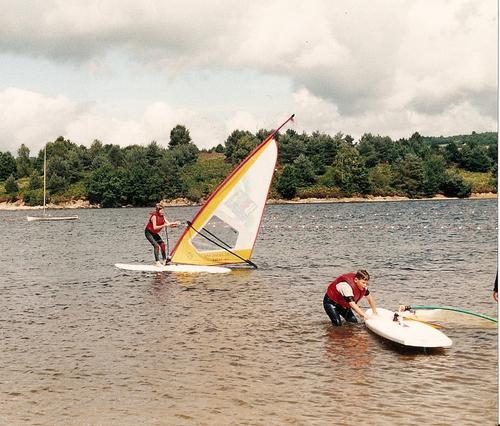 Planche à voile sur le lac de Vassivière